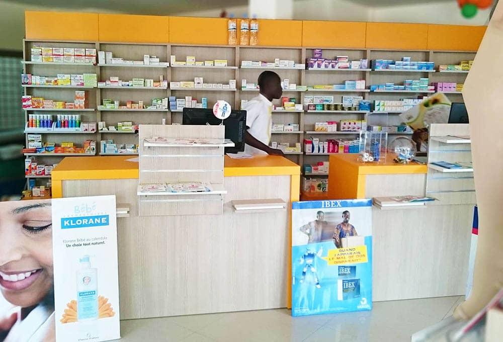 agencement-pharmacie-afrique