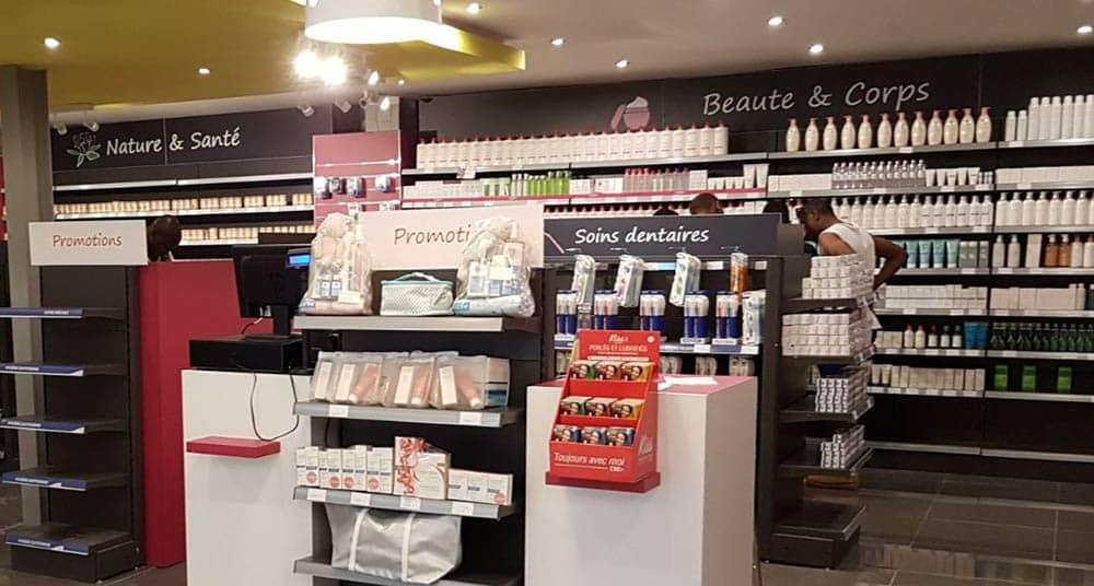 presentoir-produits-pharmacie-cameroun