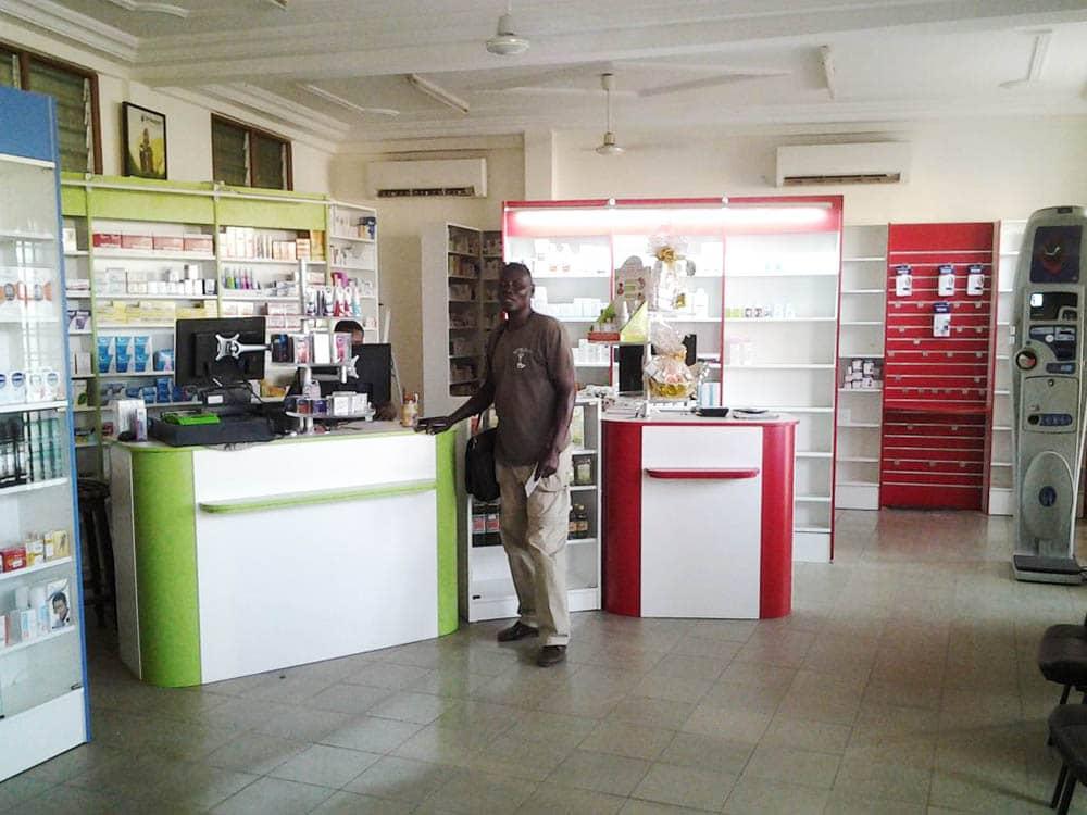 presentoir-retroeclairage-pharmacie-togo
